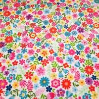 Farbenfroher Patchworkstoff mit bunten Blumen